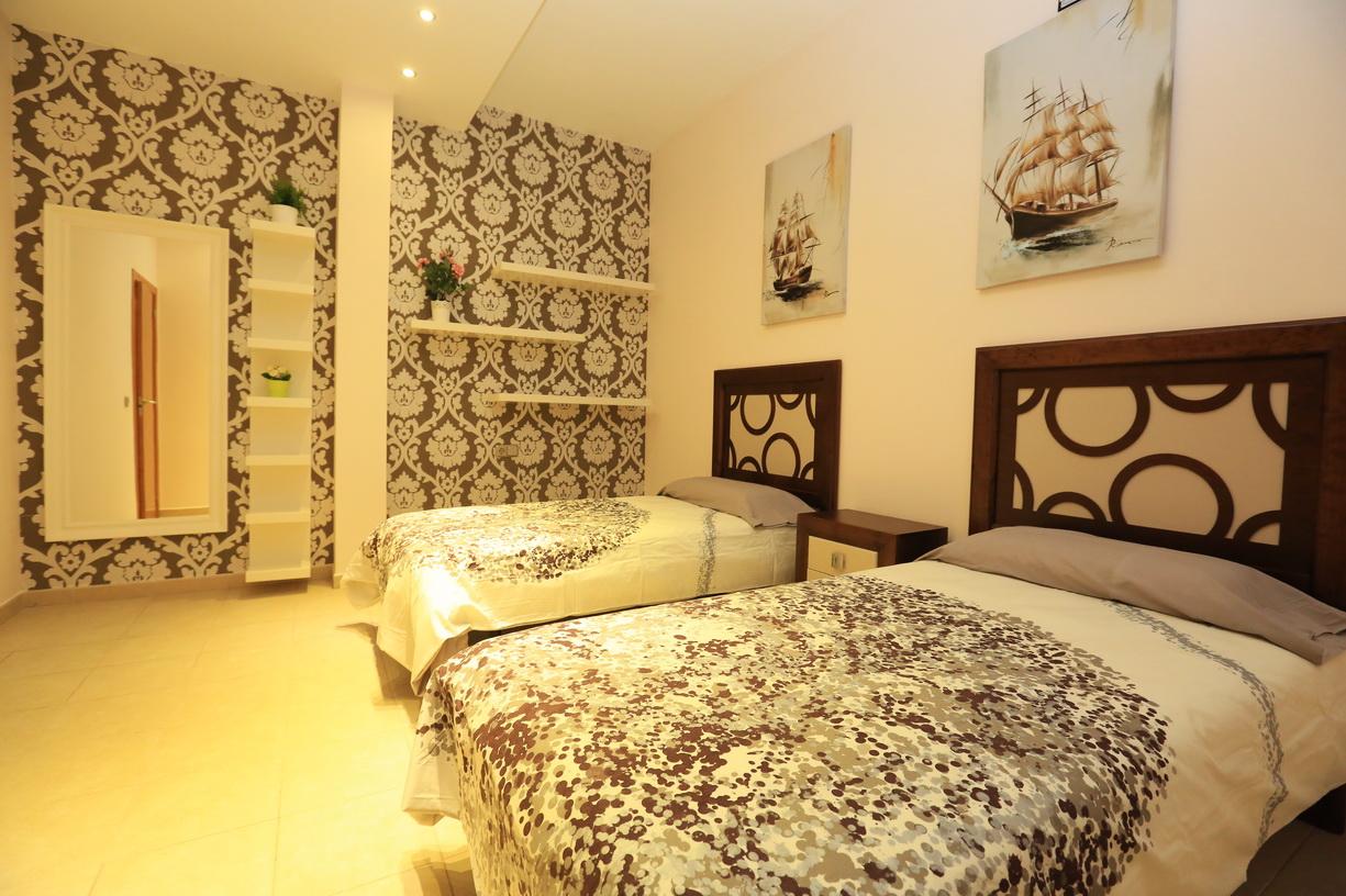 Спальня в испанском стиле арендного помещения